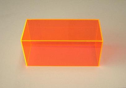 蛍光オレンジのアクリルケース