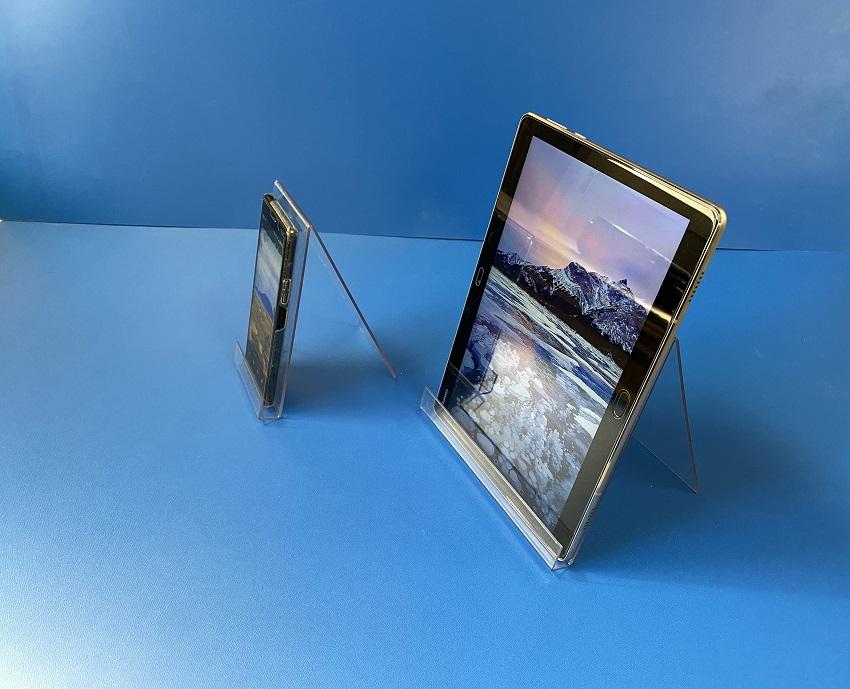 展示スペース用スマートフォン・タブレットスタンド実用例