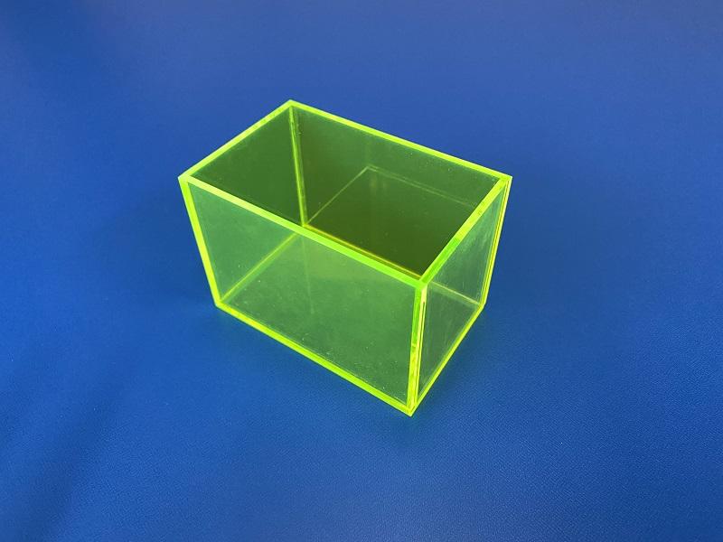 蛍光グリーンのアクリルケース