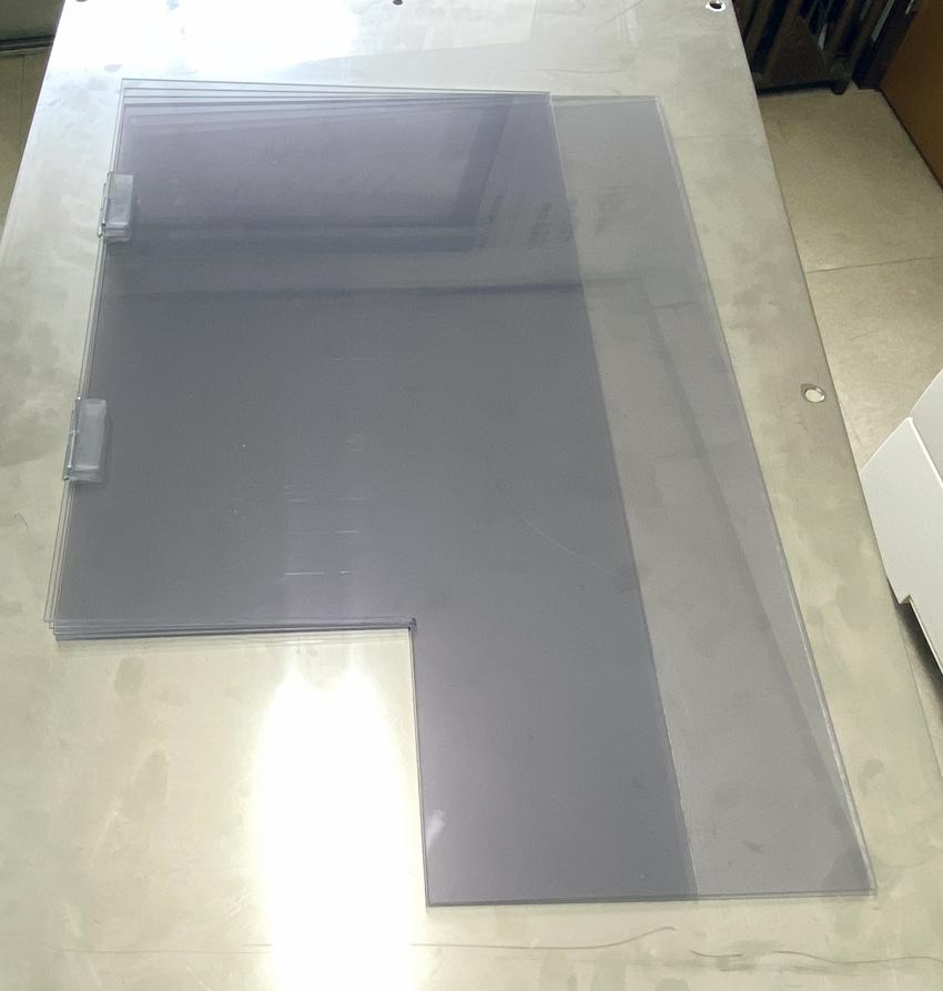 折り畳める飛沫防止ボードなので使用しない場合の省スペースにも繋がります。